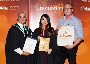 Bernice Liam Farng Ewe wins Apromo Trading Award for Academic Achievement in Patisserie